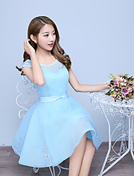 Knee-length Tulle Bridesmaid Dress A-line Scoop with Ruffles / Sequins