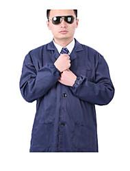 homens de manga longa azul e mulheres de protecção no trabalho