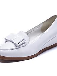 Feminino-Mocassins e Slip-Ons-Conforto / Arrendondado-Anabela-Preto / Branco-Pele-Escritório & Trabalho / Casual