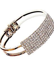 elegante e moderna pulseira strass completo