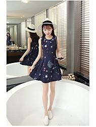 version coréenne de la petite robe noire 2017 printemps et en été nouvelle robe sans manches mince mince talonnage femmes robe en