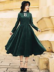 Le capot optique tailleur earl vert foncé retro palais lierre robe à col haut robe velours côtelé