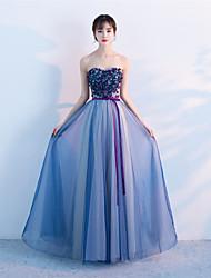 Uma linha de vestido de noiva sem alças sem mangas vestido de noiva formal de tul com beading flor (es) sash / ribbon
