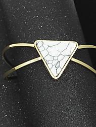 Femme Manchettes Bracelets Mode Alliage Forme de Triangle Bijoux Pour Soirée Occasion spéciale Anniversaire 1 pièce