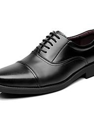 Masculino Oxfords Sapatos formais Pele Granulada Primavera Outono Sapatos formais Rasteiro Preto Menos de 2,5cm