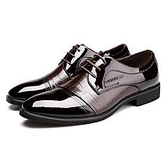 Sapatos Masculinos Oxfords Preto / Marrom Couro Envernizado Escritório & Trabalho / Casual / Festas & Noite
