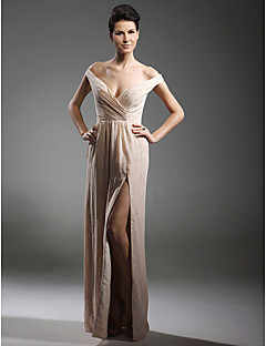 Formal Evening / Military Ball Dress - Furcal Plus Size / Petite Sheath / Column Off-the-shoulder / V-neck Floor-length Chiffon with