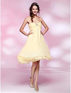 TS Couture 칵테일 파티 웨딩파티 드레스 - 짧은 A-라인 공주 끈없는 스타일 스윗하트 무릎 길이 쉬폰 와 비즈 루시 주름 장식