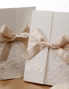 Nem személyre szabott Tri-Fold Esküvői Meghívók Meghívók-50 Darab / készlet Előírásos stílus / Klasszikus stílus / Flóra stílus