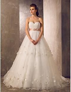 Princess/Sheath/Column Plus Sizes Wedding Dress - Ivory Sweep/Brush Train Sweetheart Tulle