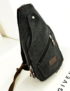 sac à bandoulière en toile noire fashional de l'homme en plein air