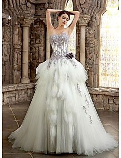 A-line Petite / Plus Sizes Wedding Dress Wedding Dresses in Color Chapel Train Strapless / Sweetheart Satin with