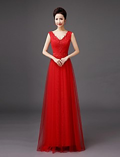 Floor-length Lace Bridesmaid Dress - Sheath / Column V-neck with Embroidery / Lace