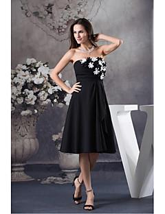 칵테일 파티 드레스 A-라인 끈없는 스타일 무릎 길이 쉬폰 와 플라워 / 옆면 드레이핑