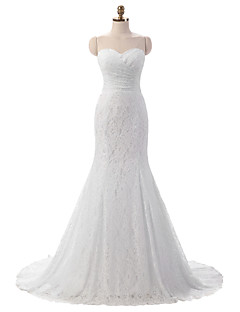 Trumpet / Mermaid Wedding Dress Floral Lace Court Train Sweetheart Lace with Lace Side-Draped