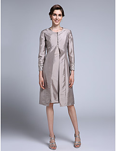 Lanting Bride® Sheath / Column Mother of the Bride Dress Knee-length Long Sleeve Taffeta with Appliques