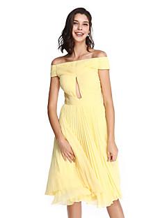 ts couture® prom vestido de cocktail party - aberto para trás uma linha off-a-ombro na altura do joelho chiffon com criss cross / ruching