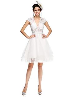 Lanting Bride® A-linje Brudekjole - Chic og moderne Små Hvite Kjoler / Gjennomsiktige Knelang V-hals Tyll medAppliqué / Perlearbeid /