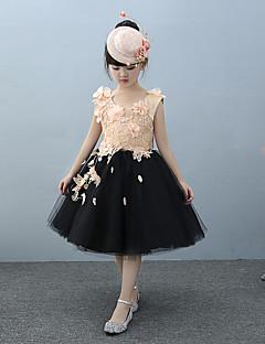 Plesové šaty Ke kolenům Šaty pro květinovou družičku - Tyl Charmeuse Bez rukávů Klenot s Korálky Květina(y) Krajka