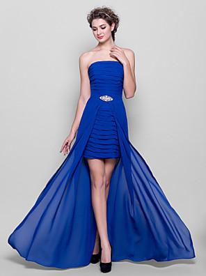 Lanting Bride® Assimétrico Chiffon Vestido de Madrinha - Tubinho Tomara que Caia Tamanhos Grandes / Mignon comBroche de Cristal /