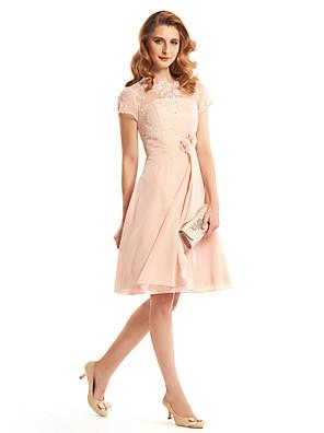 Lanting Bride® גזרת A שמלה לאם הכלה  באורך  הברך שרוול קצר שיפון - פרח(ים) / תחרה / בד נשפך בצד