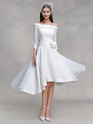 2017 Lanting bride® uma linha de vestido de casamento assimétrica off-a-ombro chiffon / cetim com o botão / flor