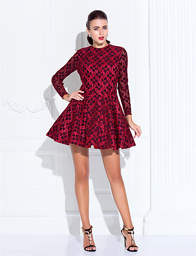 Vestido de cetim vermelho curto