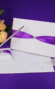 mariage livre d'or et un stylo mis en satin avec le signe de ceinture bleue dans le livre