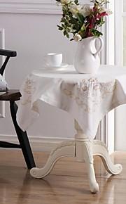 set van vier kleine servet doek en een grote bloemen linnentafelkleed