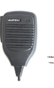 professionele walkie talkie microfoon in de hand schouder microfoon