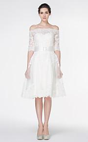 robe de mariée une ligne - ivoire genou hors-la-épaule en dentelle