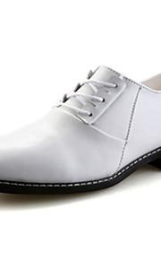 Chaussures Hommes Mariage / Bureau & Travail / Décontracté / Soirée & Evénement Noir / Rouge / Blanc Polyuréthane Richelieu