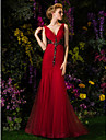 TS Couture® Prom / Formal Evening Dress - Burgundy Plus Sizes Trumpet/Mermaid V-neck Sweep/Brush Train Lace