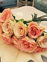 un bouquet de 7 roses de soie de simulation de tissu wedding bouquet de mariage mariee tenant des fleurs, du champagne